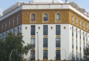 Fachada Centro Negocios Cristina